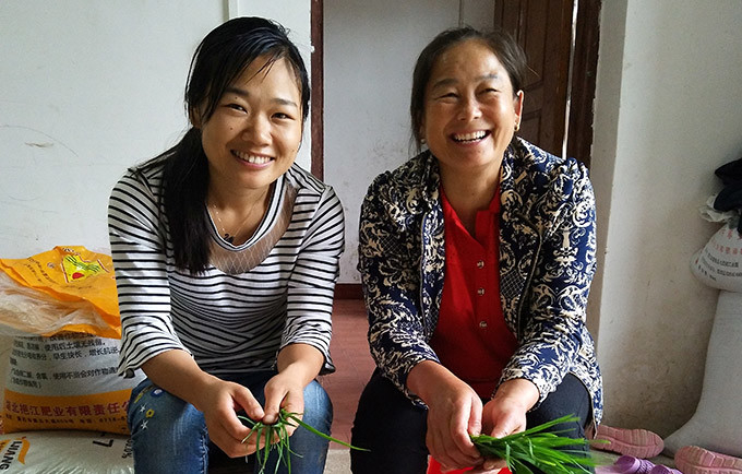 Today, Ms. Wen and Ms. Yan see eye-to-eye on the equality of women and girls. © Dushan Township Family Planning Office/Zhang Min