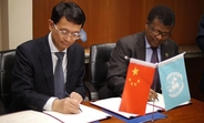 Deng Boqing, Vice-Chair of the China International Development Cooperation Agency, and UNFPA Deputy Executive Director Dereje Wordofa signed the agreement at UNFPA Headquarters in New York on 29 October 2018. © UNFPA/Tara Milutis